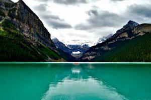 lake-louise-1747328_640